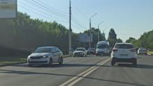 Такси и иномарка парализовали движение на Шехурдина в Саратове