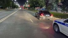 На пешеходном переходе в Саратове Mercedes сбил девушку