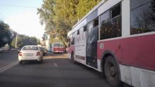 Троллейбус № 10 встал на Тархова из-за обрыва сети