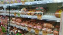 Саратовцы стали покупать больше колбасы, но почти не заказывают шкафы