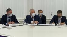 Антонов отметил необходимость сохранения всех муниципальных школ области и улучшения качества образования