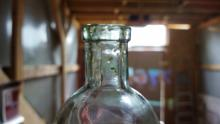 В Саратове мужчина перевозил две тысячи бутылок контрафактного алкоголя